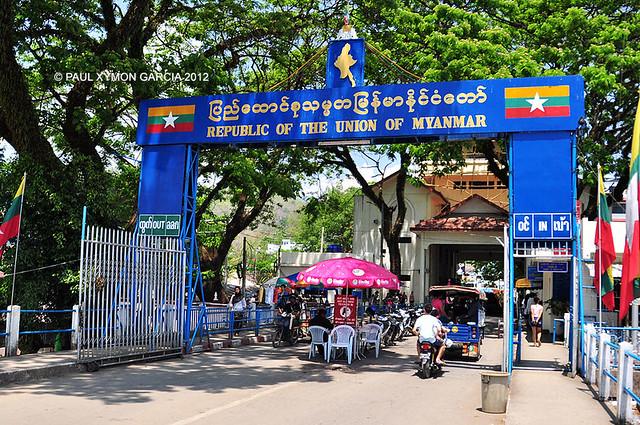 Border Crossing to Tachileik, Myanmar