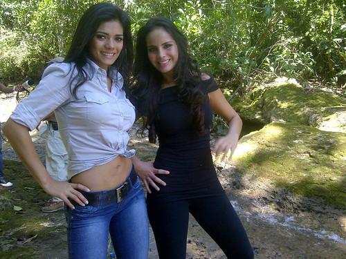 Yohana Vaca junto con Ximena Vargas en el Parque Nacional Amboro