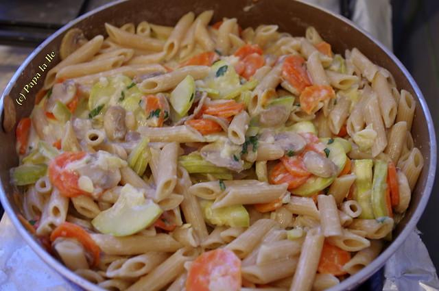 Penne integrale cu legume si sos de branza (7)