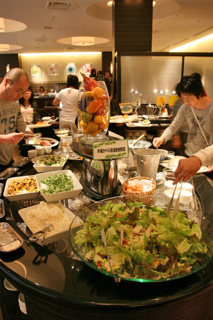Lots of healthy greens and tofu in this buffet