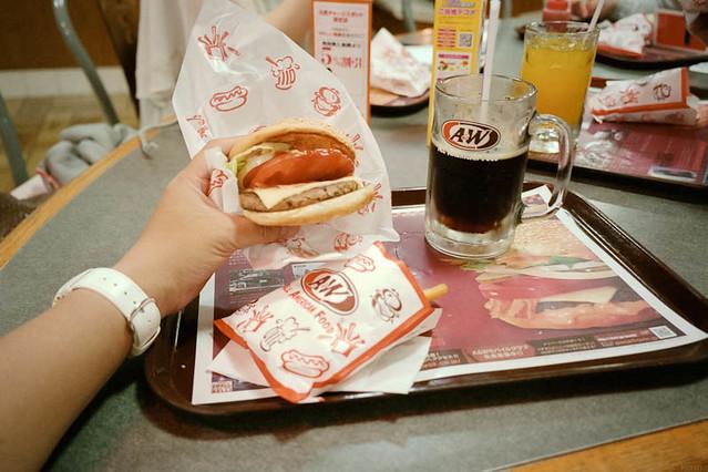 A&W名護店でモッツァバーガー / Mozza burger at A&W Nago