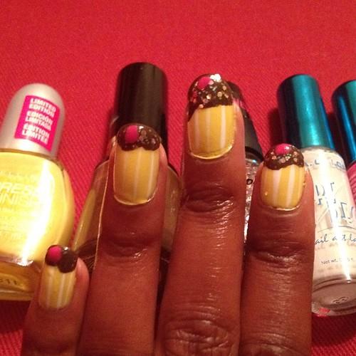 Mo cupcake nails