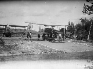 RCAF aircraft on slipway, Cormorant Lake, Manitoba, 1925 / Appareil de l'ARC sur la rampe d'accès, lac Cormorant, Manitoba, 1925