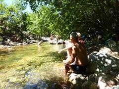Pause-déjeuner et baignade dans le ruisseau de Saint-Antoine