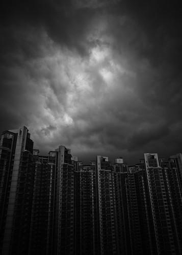 [フリー画像素材] 建築物・町並み, ビルディング, 暗雲, モノクロ, 風景 - 中華人民共和国, 中華人民共和国 - 香港 ID:201207311600