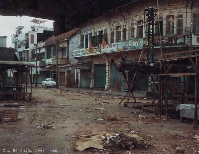 Saigon 1968 - Phía trước chợ Bà Chiểu.