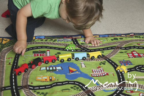Roll up play mat