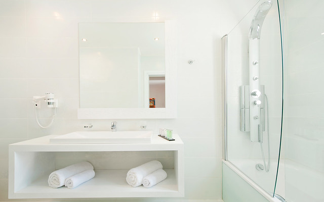 The Kassandra Bay Hotel Deluxe Double Room bathroom