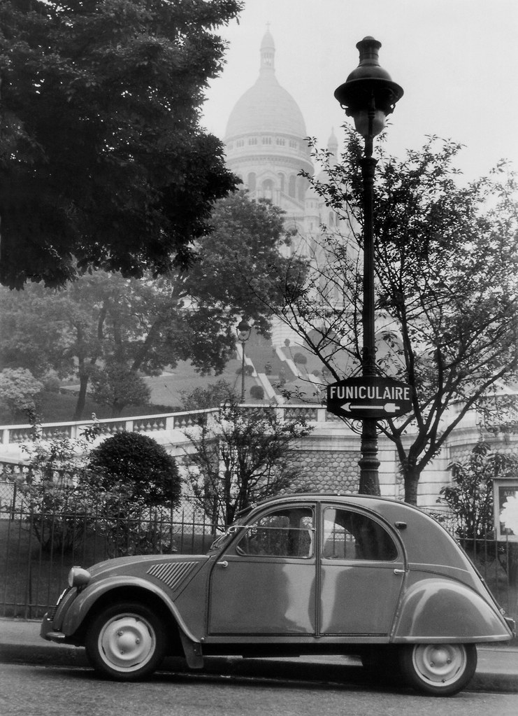 frankreich paris 1956 citro n 2cv vor der basilika sacr coeur de montmartre in der pl saint. Black Bedroom Furniture Sets. Home Design Ideas