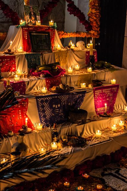 altar tradicional de dia de muertos