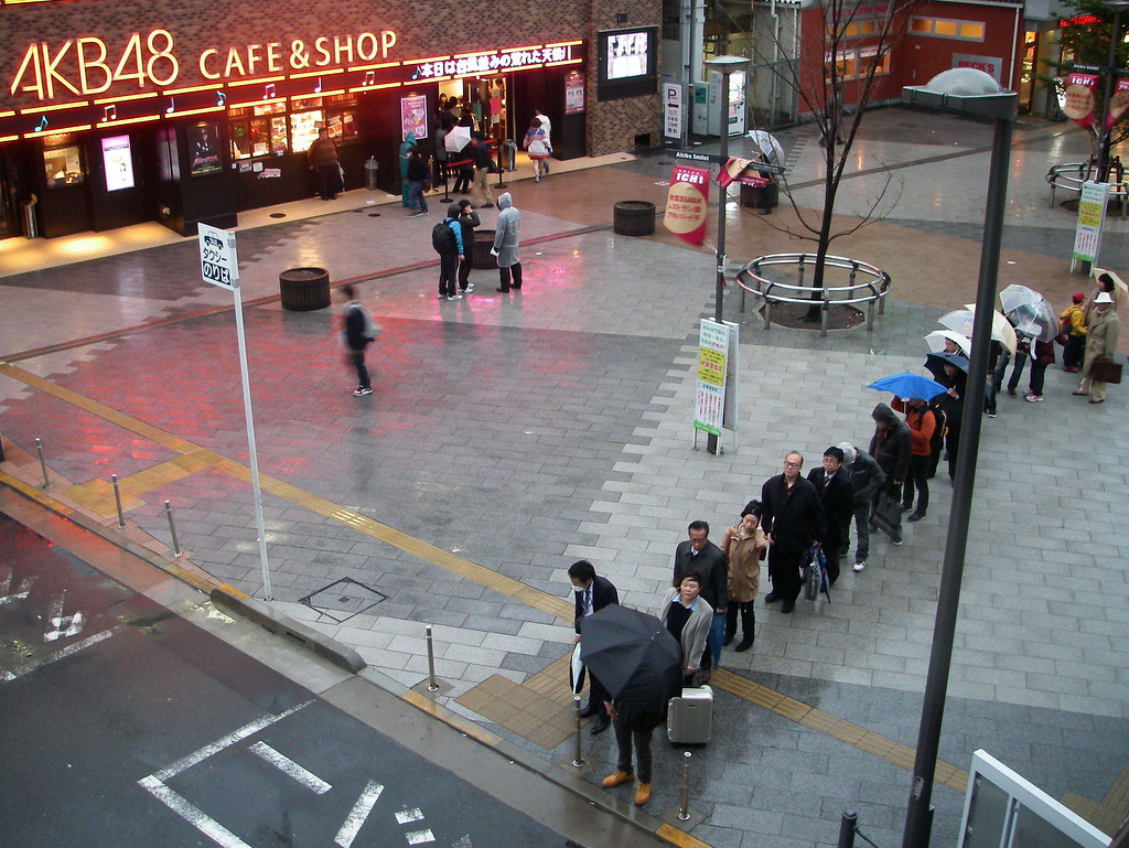 people waiting taxi (JR train is stopped because of storm)