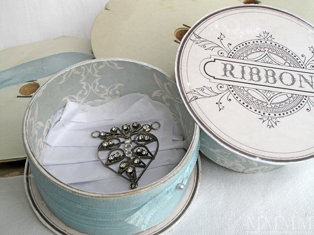 ribbon spool box with pendant inside