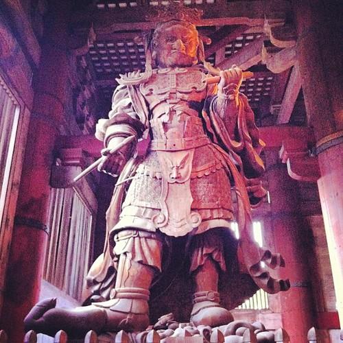 Koumoku-ten hecho de madera en el templo Tōdai-ji #nara #japan