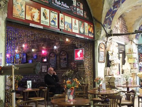 Kávézó a bazár közepén