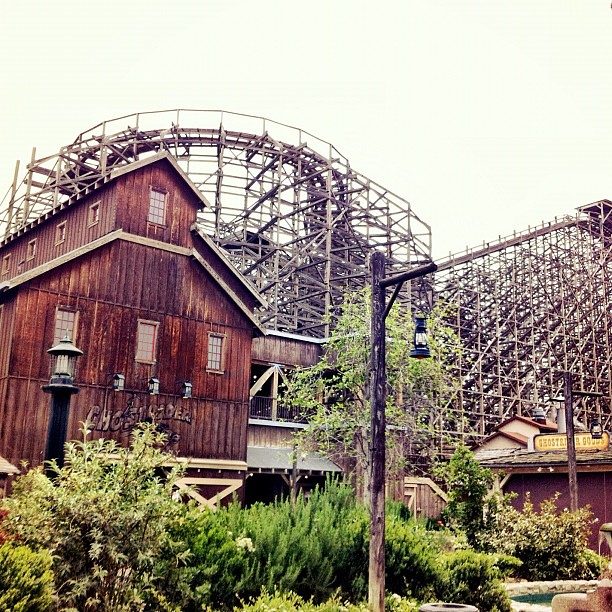 Love how the Ghost Rider coaster looks so eclectic and worn @Knotts. #knottsphotos