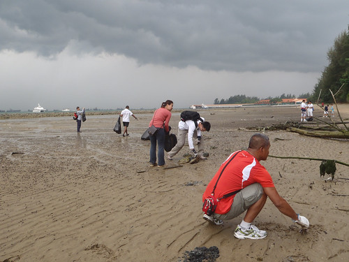 18earth-day-cleanup-tanah-merah-28apr2012[joceylne-sze]