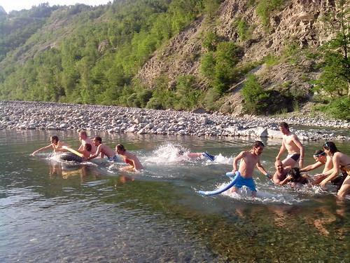 Giochi di gara al fiume by durishti