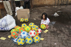 the street photographer marziya shakir loves football by firoze shakir photographerno1