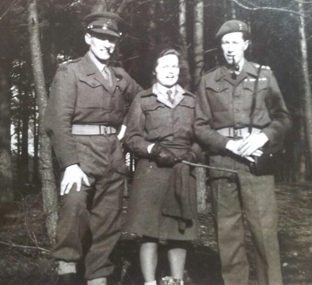 1946 Diepholz UNRRA, Basil, Liesje.