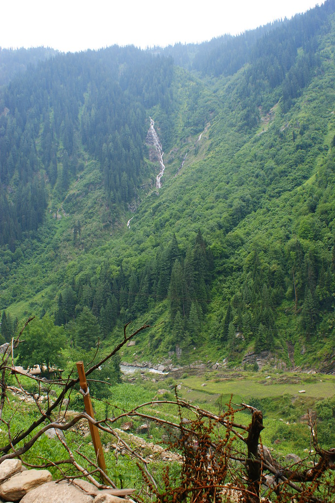 """MJC Summer 2012 Excursion to Neelum Valley with the great """"LIBRA"""" and Co - 7595480464 798e15d9c7 b"""