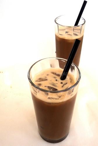 Caffè shakerato al latte di mandorla