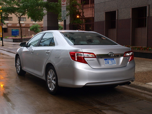 2012 Toyota Camry XLE 21