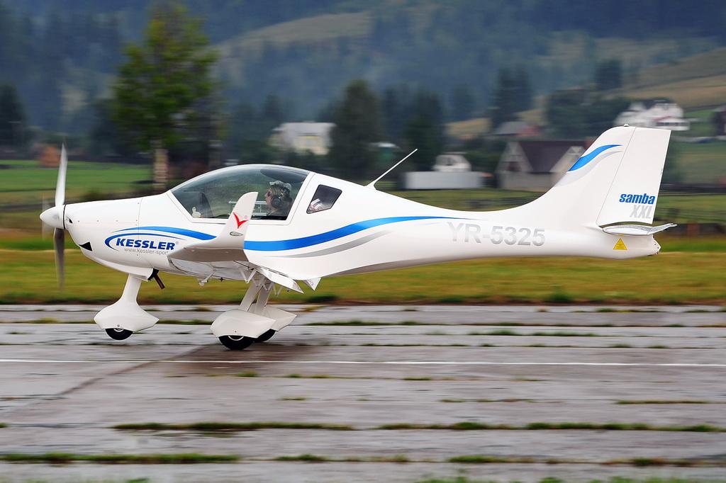 Fly-in @ Floreni - Mitingul cailor putere - Poze 7677975020_114903f0ea_o