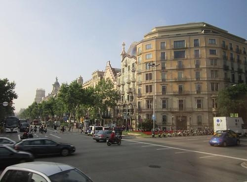 カサ・バトリョのある通り 2012年6月7日 by Poran111