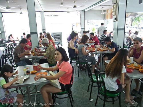 restoran IV packed with customers R0018666 copy
