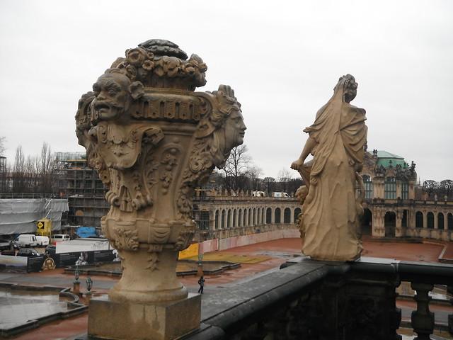 Скульптуры на ограждениях