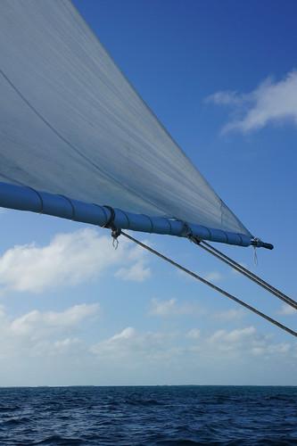 Belize: a sail is blowing in the wind // ein Segel weht im Wind