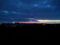 Vue depuis l'hotel à Bruxelles-Diegem sur la nuit qui tombe...