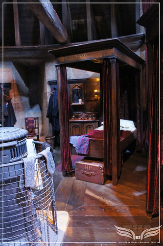 The Establishing Shot: The Making of Harry Potter Tour - Interior Sets Gryffindor Boy's Dormitory - Harry Potter's bed by Craig Grobler