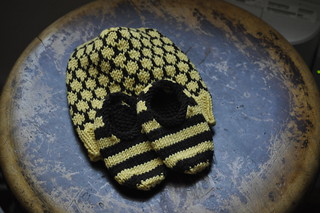 beeez for baby hat and booties