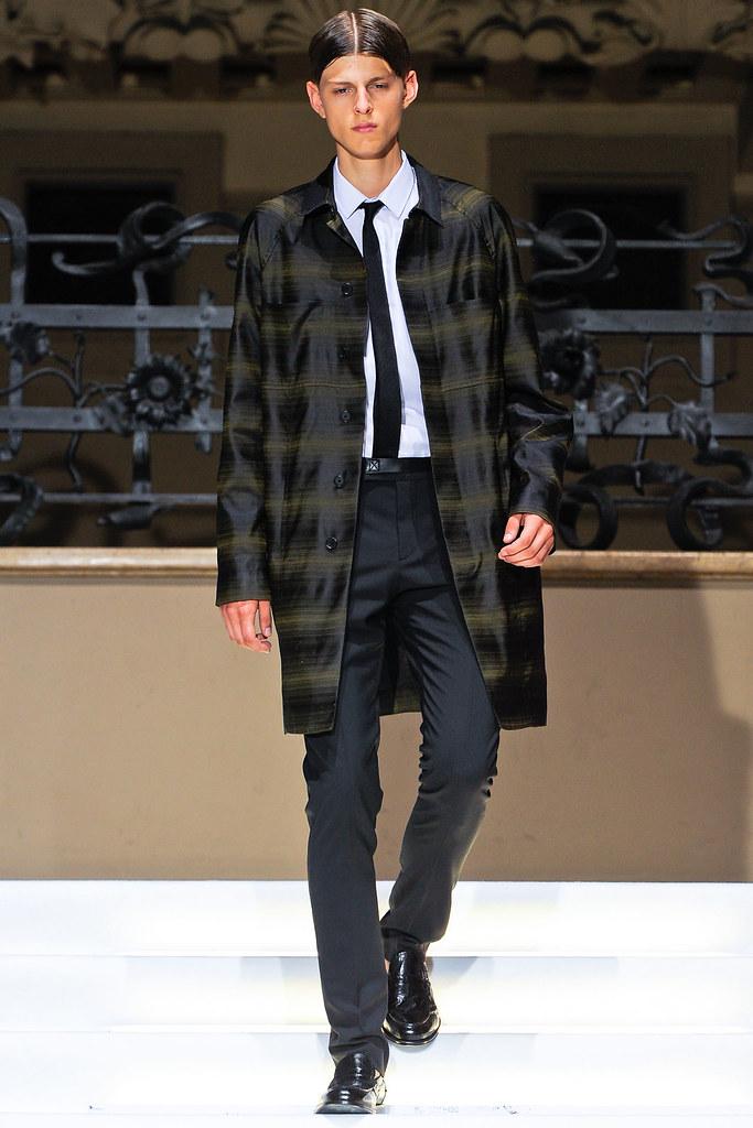 Elvis Jankus3070_SS13 Milan Les Hommes(VOGUE)
