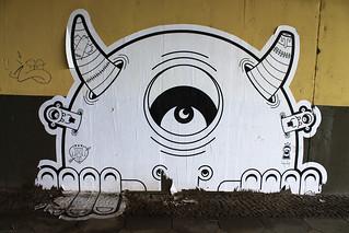 """""""l'oeil partout"""