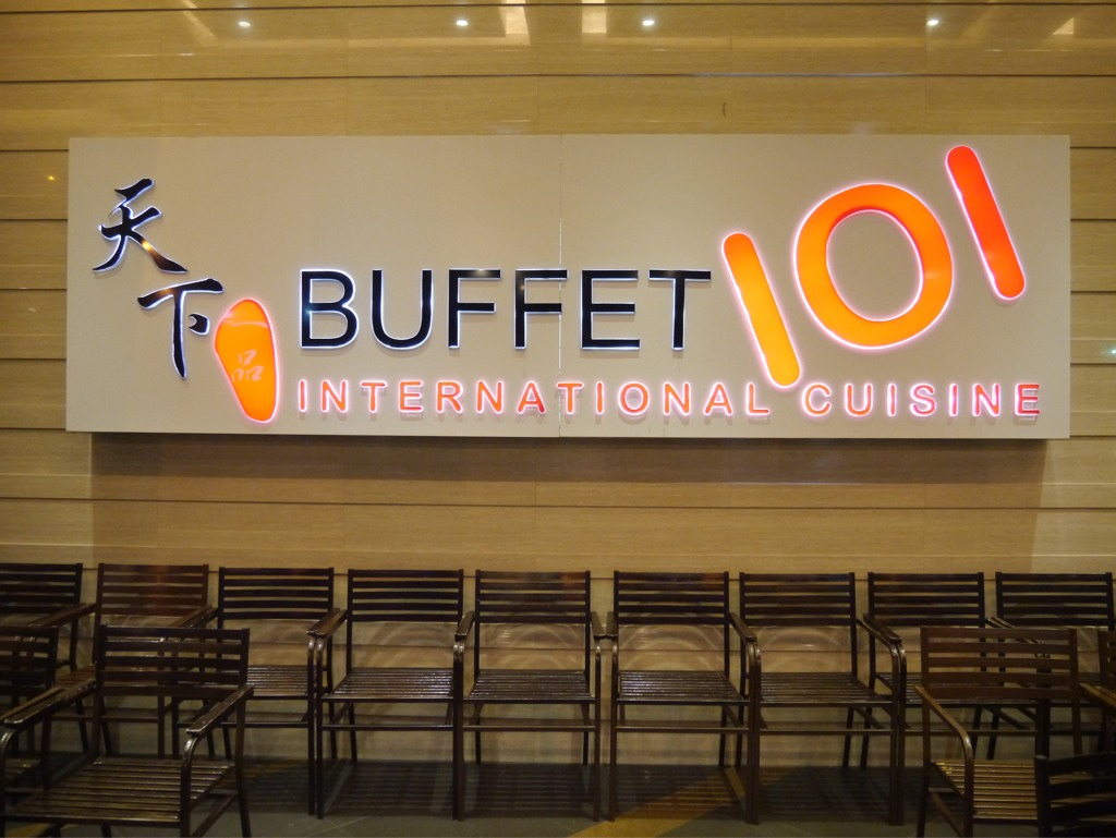 Buffet Cuisine But Photo The Buffet Features Thirteen Dishes And  # Bahut Vieilli Blanc But