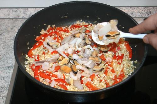 32 - Meeresfrüchte hinzufügen / Add seafood