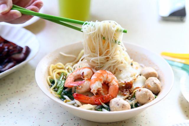 Tiong Bahru Market: Min Nan Pork Ribs Prawn Noodle