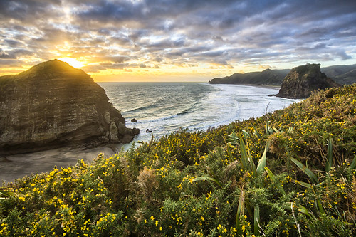 51 Piha Beach Sunset 2