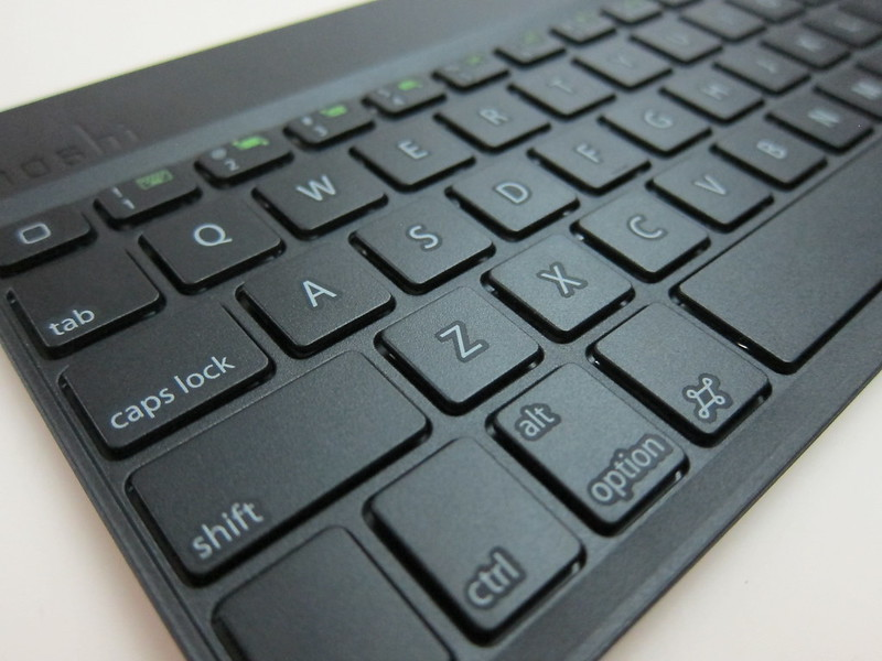 Moshi VersaKeyboard for iPad Air - Bluetooth Keyboard Keys