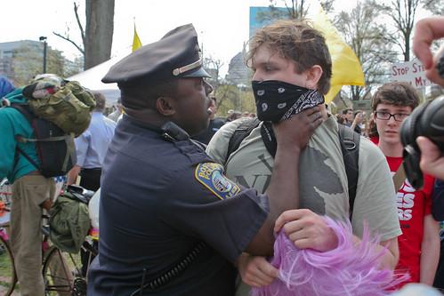 [フリー画像素材] 社会・環境, 政治, 職業・地位, 警察, デモ活動・暴動, ウォール街を占拠せよ  ID:201204220000