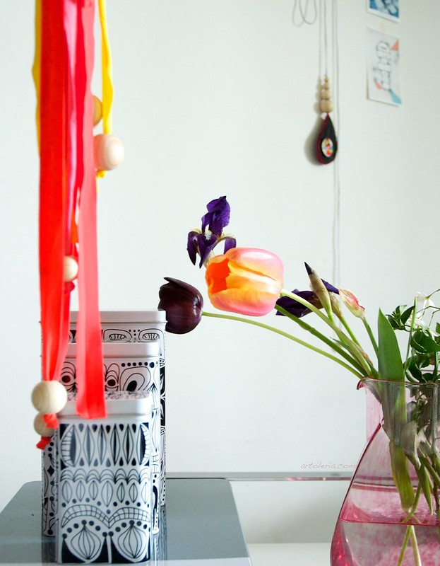 tulip falowers and home decor