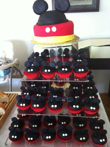 Mickey mouse fasadura pastasi ve cupcakr kulesi by l'atelier de ronitte