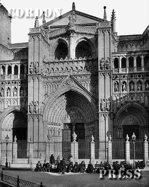 Fachada de la Catedral de Toledo hacia 1875-80. © Léon et Lévy / Cordon Press - Roger-Viollet
