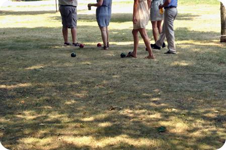 Lawn bowling feet