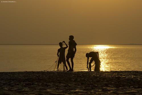 life sunset people weather silhouette canon river fishing asia village fishermen sundown candid working lifestyle human bangladesh southasia 550d 55250mm