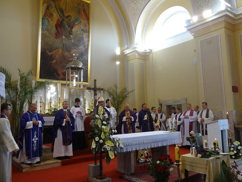 07. otec biskup Orosch a kňazi