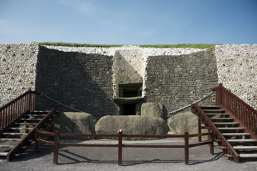 Light box and visitor entrance to Newgrange by wynnert