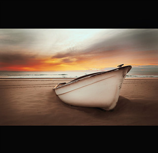 en la arena he dejado mi barca/ in the sand I have left my boat